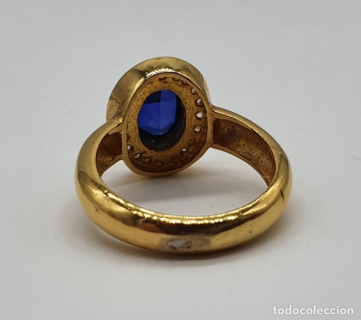 Joyeria: Anillo antiguo en plata de ley chapado en oro de 18k, circonitas y zafiro talla oval . - Foto 5 - 194729133
