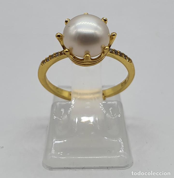 Joyeria: Bella sortija tipo pedida en plata de ley, oro de 18k, perla con engarce tipo corona y circonitas . - Foto 3 - 194731432