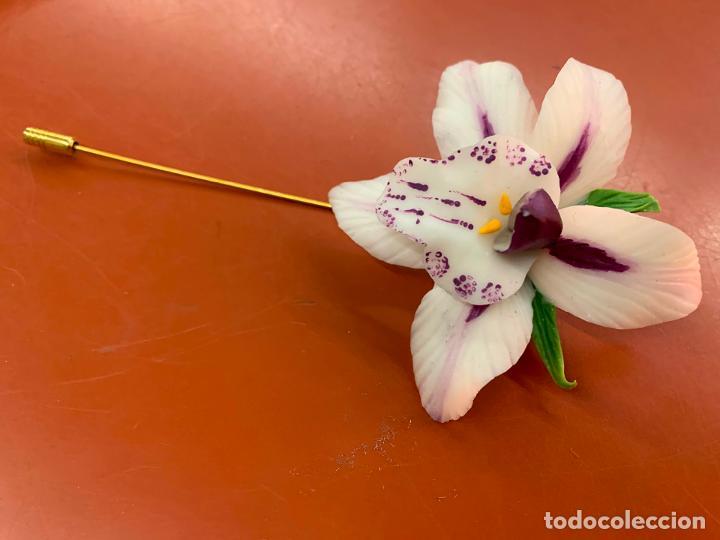 Joyeria: Excepcional broche de orquidea en porcelana fina. la orquidea mide unos 7cms de diametro. Impecable - Foto 2 - 194922371