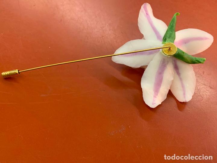 Joyeria: Excepcional broche de orquidea en porcelana fina. la orquidea mide unos 7cms de diametro. Impecable - Foto 4 - 194922371