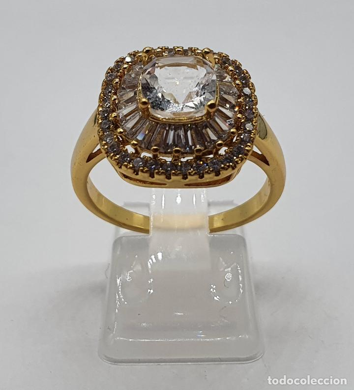 Joyeria: Elegante anillo de pedida chapado en oro de 18k, con circonitas talla brillante y talla cushion . - Foto 3 - 197977425
