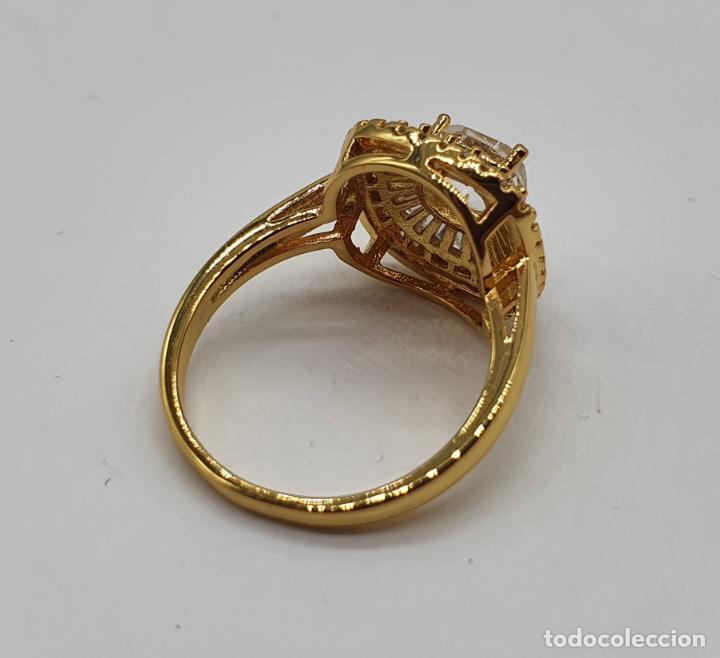 Joyeria: Elegante anillo de pedida chapado en oro de 18k, con circonitas talla brillante y talla cushion . - Foto 5 - 197977425