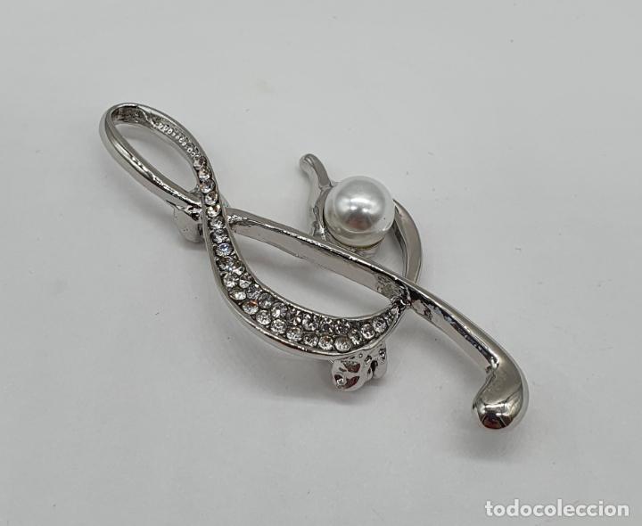 Joyeria: Elegante broche de clave de sol musical con baño de plata, circonitas talla brillante y perla . - Foto 2 - 198611121