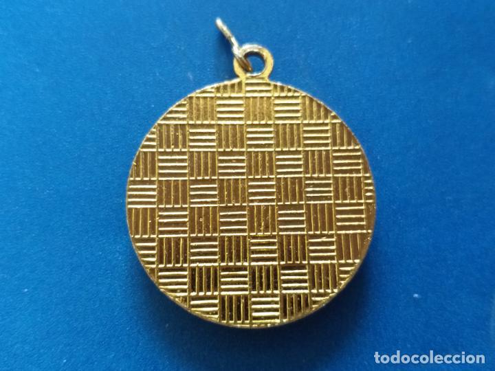 Joyeria: Antiguo colgante de metal negro y dorado. Herradura. 3 cm de diámetro - Foto 2 - 199084923