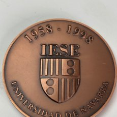 Joyeria: M-758. MEDALLA BRONCE UNIVERSIDAD DE NAVARRA. 1998. I.E.S E.. Lote 199129333