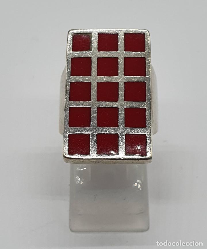Joyeria: Gran anillo antiguo en plata de ley contrastada con aplicaciones en tono rojo coral . - Foto 2 - 204449048