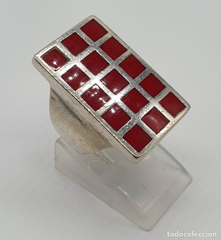 Joyeria: Gran anillo antiguo en plata de ley contrastada con aplicaciones en tono rojo coral . - Foto 3 - 204449048