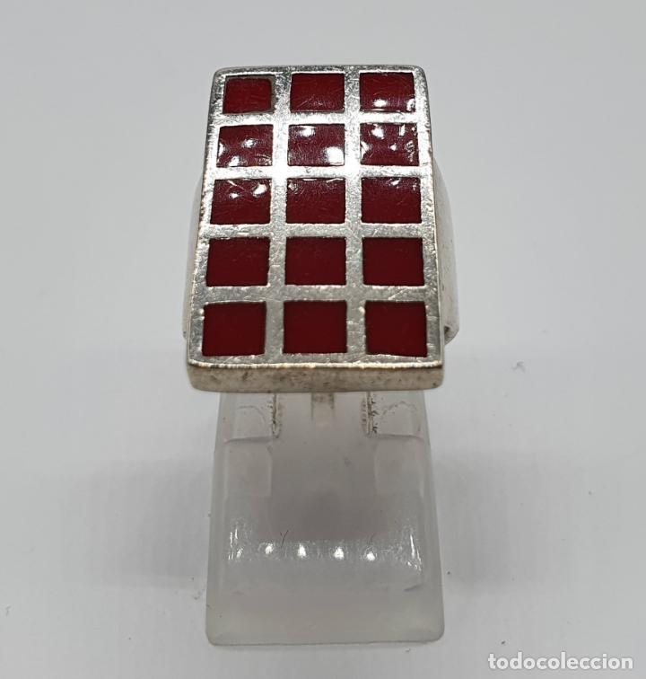 Joyeria: Gran anillo antiguo en plata de ley contrastada con aplicaciones en tono rojo coral . - Foto 4 - 204449048