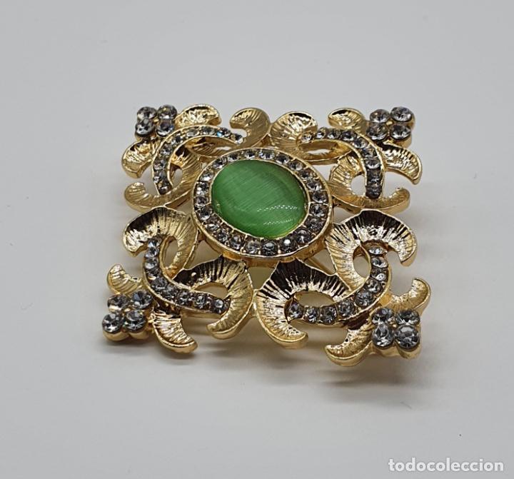 Joyeria: Elegante broche de estilo imperial chapado en oro de 14k, circonitas talla brillante y ojo de gato . - Foto 2 - 204545252