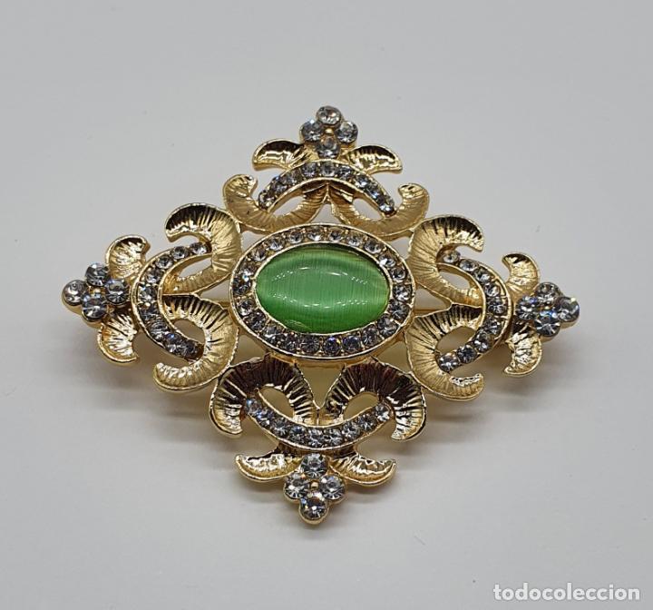 Joyeria: Elegante broche de estilo imperial chapado en oro de 14k, circonitas talla brillante y ojo de gato . - Foto 3 - 204545252