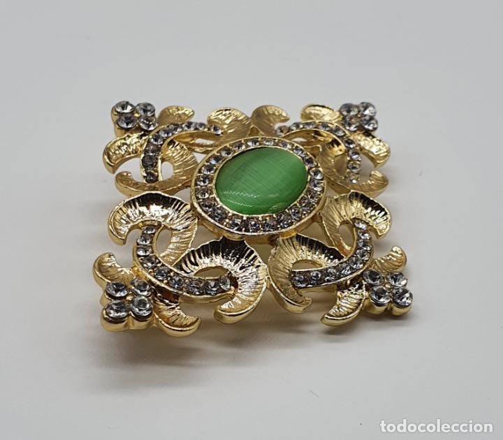 Joyeria: Elegante broche de estilo imperial chapado en oro de 14k, circonitas talla brillante y ojo de gato . - Foto 4 - 204545252