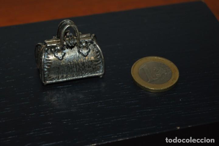 Joyeria: ANTIGUO MALETÍN MINIATURA - METAL BAÑO DE PLATA - BOLSO - CAJA PASTILLERO - Foto 7 - 207211426