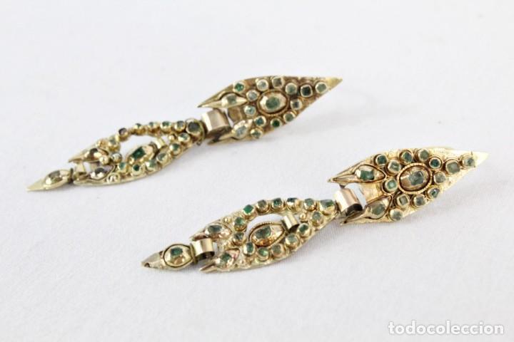 Joyeria: Arracadas o pendientes de mariposa en oro de 14 k y esmeraldas. Estilo girandole. S XVIII - Foto 7 - 211778382