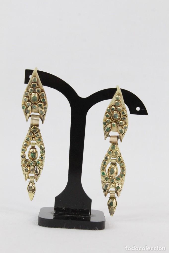 Joyeria: Arracadas o pendientes de mariposa en oro de 14 k y esmeraldas. Estilo girandole. S XVIII - Foto 2 - 211778382