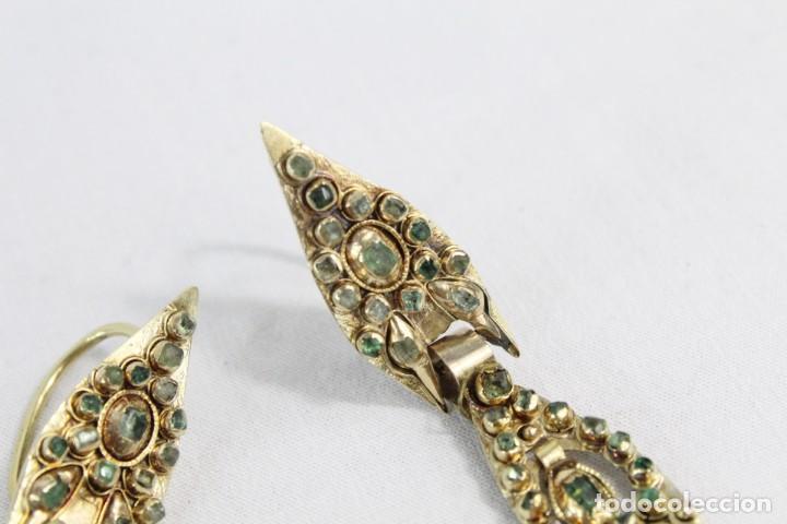 Joyeria: Arracadas o pendientes de mariposa en oro de 14 k y esmeraldas. Estilo girandole. S XVIII - Foto 4 - 211778382