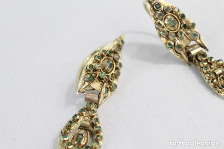 Joyeria: Arracadas o pendientes de mariposa en oro de 14 k y esmeraldas. Estilo girandole. S XVIII - Foto 6 - 211778382