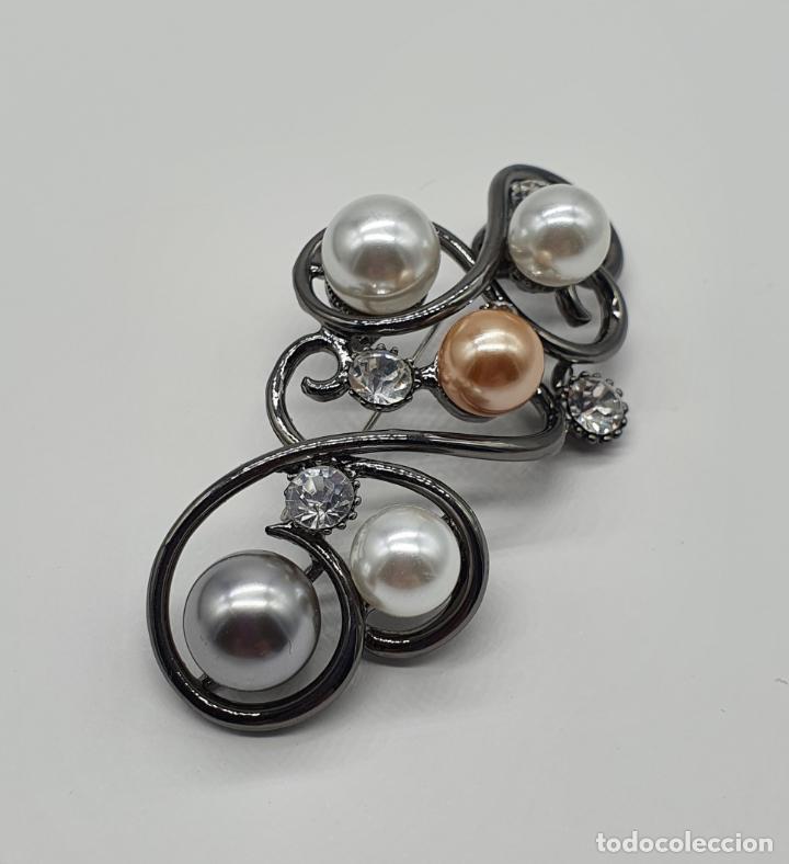 Joyeria: Bello colgante broche estilo modernista platinado en oro negro, perlas y circonitas talla diamante . - Foto 4 - 249567895