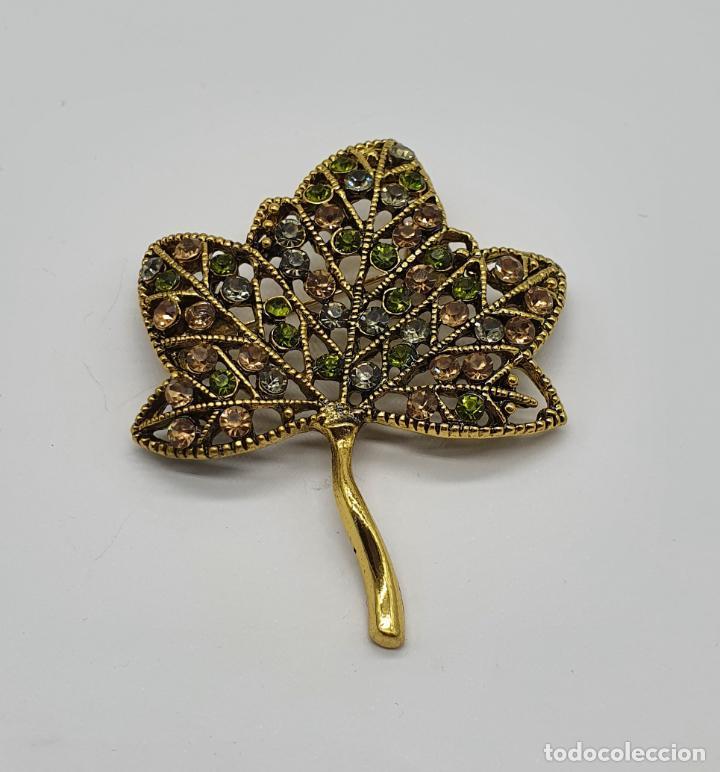 Joyeria: Broche de estilo vintage en forma de hoja con baño de oro, y pedrería en tonos ámbar . - Foto 3 - 211993027