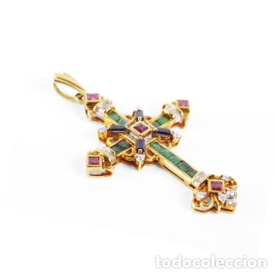 Joyeria: Colgante cruz latina en oro amarillo de 18 Kts con esmeraldas talla carré - Foto 3 - 212475996