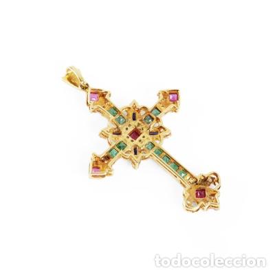 Joyeria: Colgante cruz latina en oro amarillo de 18 Kts con esmeraldas talla carré - Foto 4 - 212475996