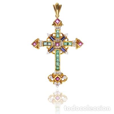 Joyeria: Colgante cruz latina en oro amarillo de 18 Kts con esmeraldas talla carré - Foto 2 - 212475996