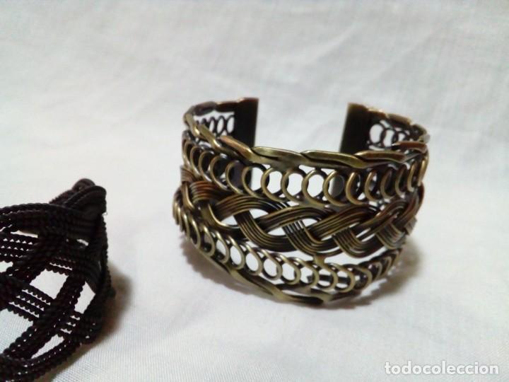 Joyeria: tres brazaletes metalicos - Foto 3 - 212907496