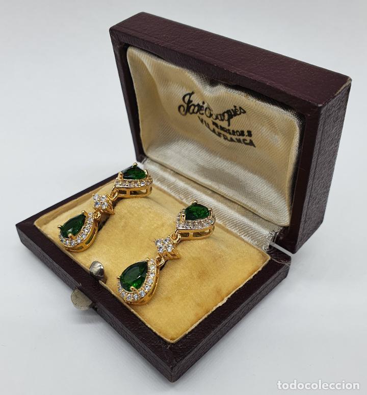 Joyeria: Maravillosos pendientes vintage de estilo imperial chapados en oro de 18k y esmeraldas creadas . - Foto 2 - 244471335