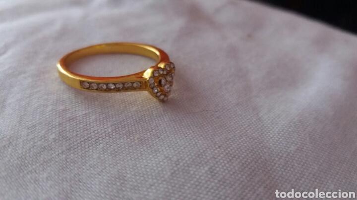 Joyeria: precioso aniño de oro de 18k laminado con piedras muy bonitas talla 10 - Foto 2 - 213274885