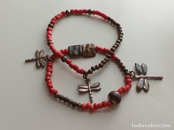Joyeria: Pulsera. Con colgantes de Libelula.. Elástica. Color coral y cobrizo - Foto 2 - 213389796