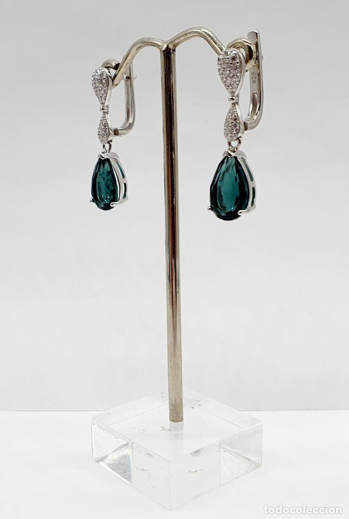Joyeria: Elegantes pendientes en plata de ley, circonitas talla brillante y turmalinas talla pera engarzadas - Foto 2 - 213617646