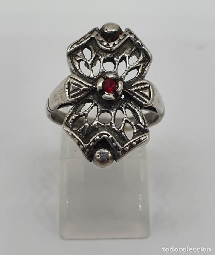 Joyeria: Bella sortija antigua de estilo Victoriano en plata de ley contrastada con rubí creado engarzado . - Foto 2 - 213625256