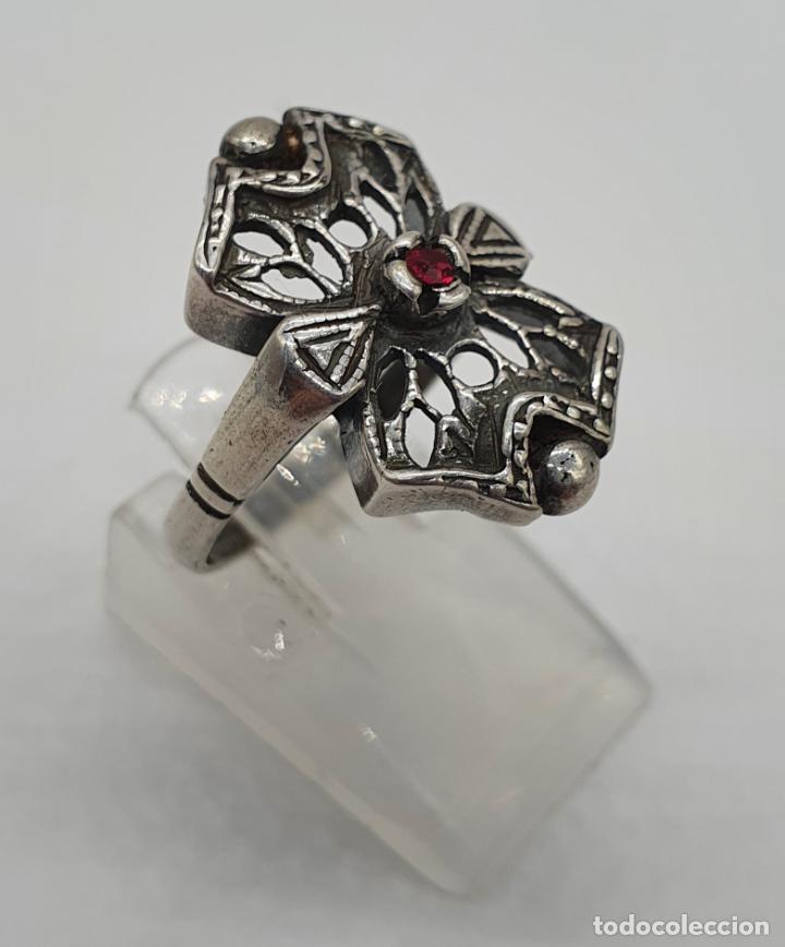Joyeria: Bella sortija antigua de estilo Victoriano en plata de ley contrastada con rubí creado engarzado . - Foto 3 - 213625256