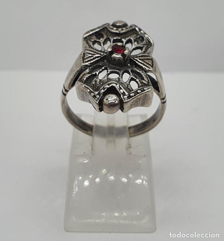 Joyeria: Bella sortija antigua de estilo Victoriano en plata de ley contrastada con rubí creado engarzado . - Foto 4 - 213625256