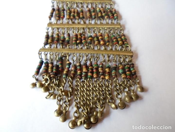 Joyeria: magnifico antiguo collar retro vintage en metal dorado y cuentas de madera de colores - Foto 6 - 214024706