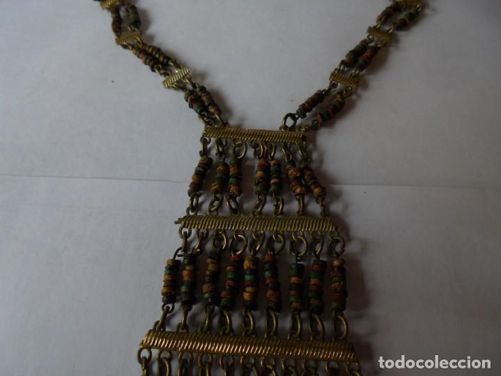 Joyeria: magnifico antiguo collar retro vintage en metal dorado y cuentas de madera de colores - Foto 8 - 214024706