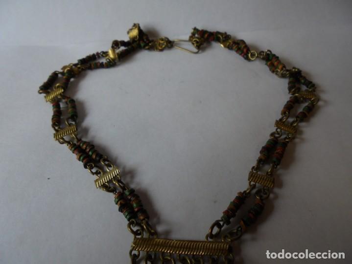 Joyeria: magnifico antiguo collar retro vintage en metal dorado y cuentas de madera de colores - Foto 9 - 214024706