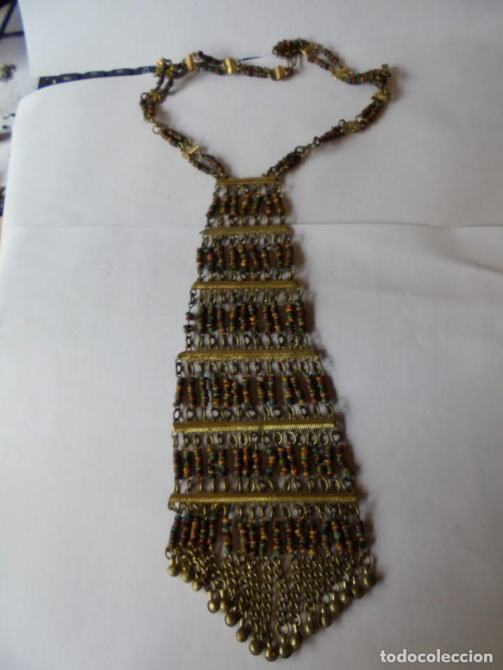 Joyeria: magnifico antiguo collar retro vintage en metal dorado y cuentas de madera de colores - Foto 11 - 214024706