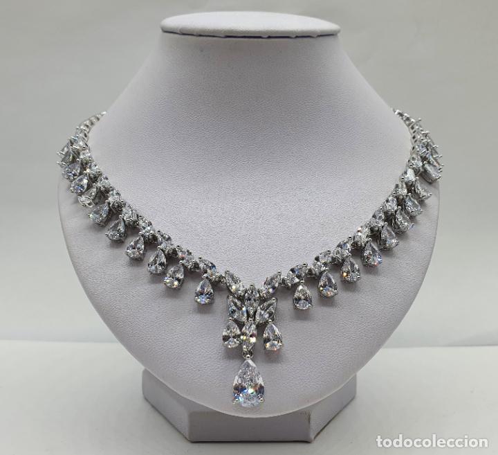 Joyeria: Elegante gargantilla de novia chapada en oro blanco 18k, circonitas talla marqués y talla pera . - Foto 3 - 214576996