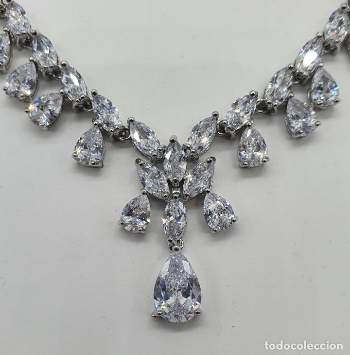 Joyeria: Elegante gargantilla de novia chapada en oro blanco 18k, circonitas talla marqués y talla pera . - Foto 7 - 214576996