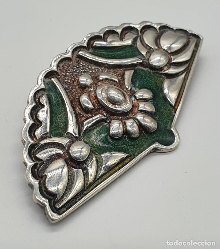 Joyeria: Bello broche antiguo en plata de ley repujada y esmaltes con forma de abanico de época . - Foto 2 - 214578787