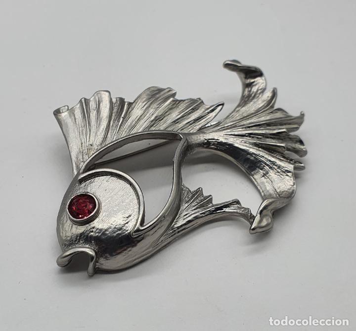 Joyeria: Precioso broche de carpa Japonesa con acabado en plata mate y símil de rubí en el ojo . - Foto 2 - 214724902