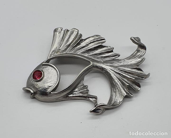 Joyeria: Precioso broche de carpa Japonesa con acabado en plata mate y símil de rubí en el ojo . - Foto 3 - 214724902