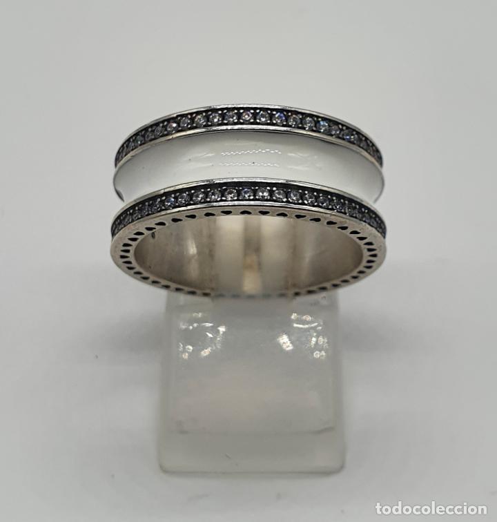 Joyeria: Estiloso y sofisticado anillo en plata de ley maciza, esmalte blanco y circonitas talla brillante . - Foto 4 - 214729082