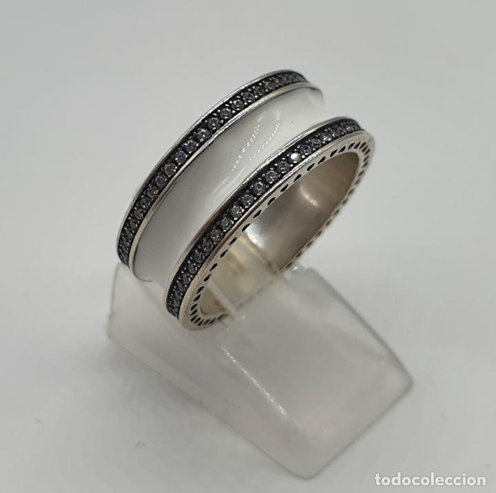 Joyeria: Estiloso y sofisticado anillo en plata de ley maciza, esmalte blanco y circonitas talla brillante . - Foto 7 - 214729082