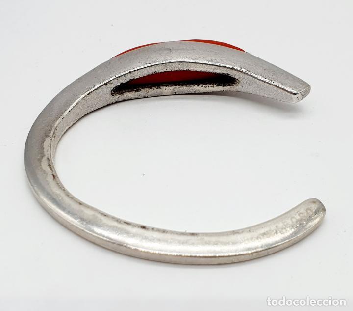 Joyeria: Brazalete moderno de diseño en plata de ley contrastada con cabujón en símil de coral rojo facetado - Foto 3 - 215400215