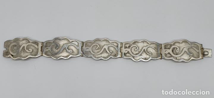 Joyeria: Brazalete antiguo de eslabones en plata de ley bellamente cincelados a mano con contrastes . - Foto 2 - 217610811