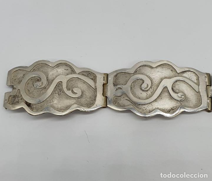 Joyeria: Brazalete antiguo de eslabones en plata de ley bellamente cincelados a mano con contrastes . - Foto 3 - 217610811