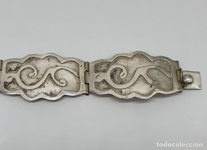 Joyeria: Brazalete antiguo de eslabones en plata de ley bellamente cincelados a mano con contrastes . - Foto 4 - 217610811