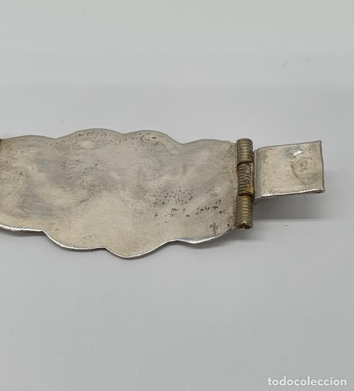 Joyeria: Brazalete antiguo de eslabones en plata de ley bellamente cincelados a mano con contrastes . - Foto 6 - 217610811