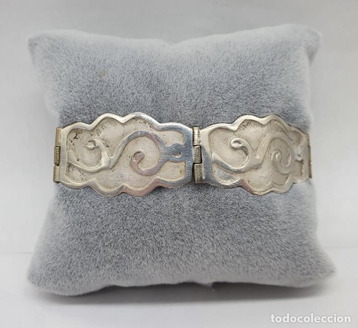Joyeria: Brazalete antiguo de eslabones en plata de ley bellamente cincelados a mano con contrastes . - Foto 7 - 217610811